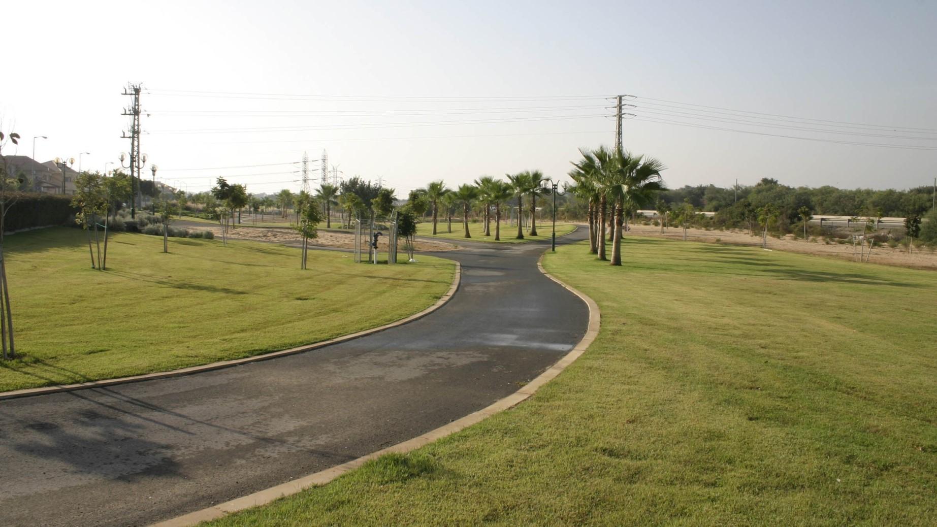 פארק היובל אור עקיבא 2003