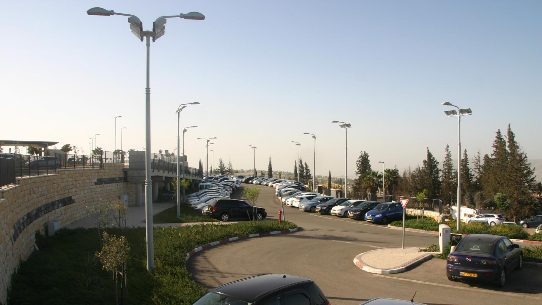 """כניסה ראשית וחניון בי""""ח פוריה 2007"""